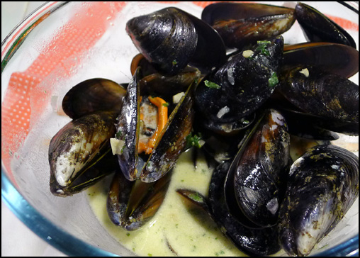Classic steamed mussels